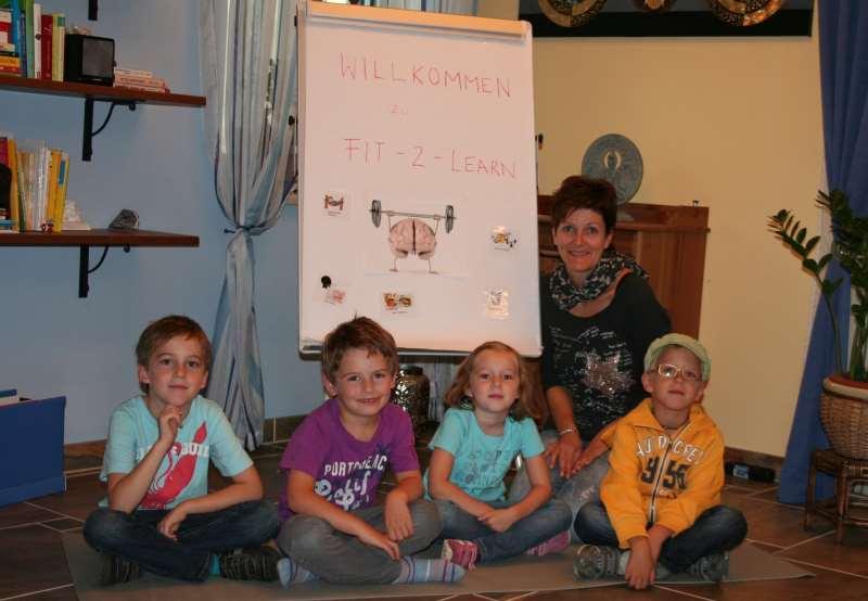 Marianne Rott mit 4 Kindern beim ersten fit-2-learn Kurs